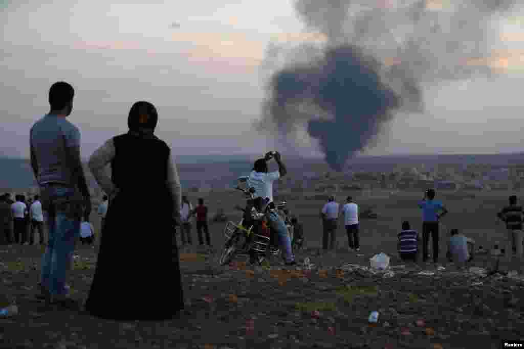 کوبانی میں کرد ملیشیا اور دولت اسلامیہ کے شدت پسندوں کے درمیان شدید لڑائی کی اطلاعات ہیں۔