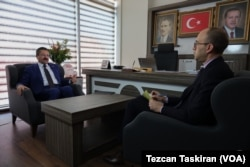 Ankara Yenimahalle Belediye Başkan Adayı Veysel Tiryaki VOA Türkçe muhabiri Mehmet Toroğlu'yla