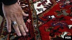 Karpet Persia buatan Iran yang terkenal.
