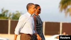 President Amerika Barack Obama dan ibu negara Michelle Obama di Hawaii (2012)