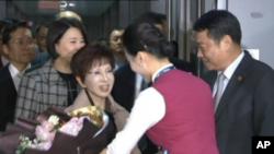 中国国民党主席洪秀柱抵达江苏省南京禄口机场