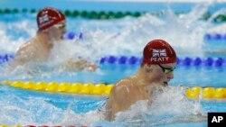 Adam Peaty của Anh cũng đã lập kỷ lục thế giới trong môn bơi ếch 100 mét nam với thời gian 57,13 giây.