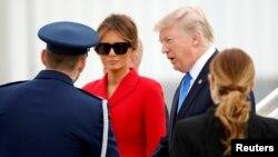 도널드 트럼프 미국 대통령과 부인 멜라니아 여사가 13일 파리 인근 오를리 공항에 도착했다.