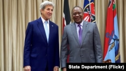 U.S. Secretary of State John Kerry stands with Kenyan President Uhuru Kenyatta before a bilateral meeting, at State House in Nairobi, Kenya, August 22, 2016.