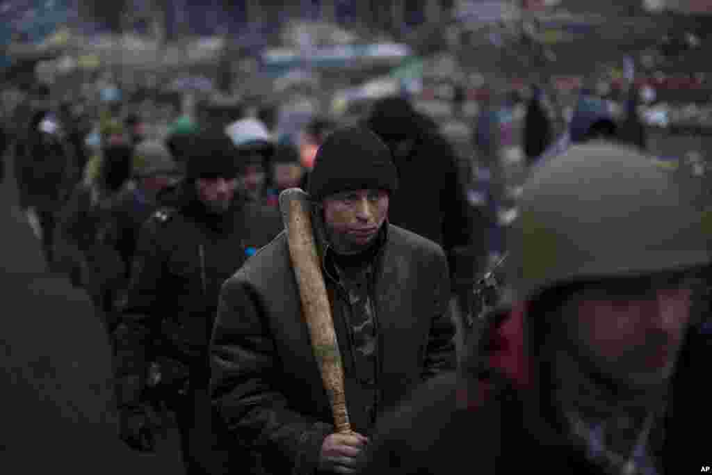 Anti-Yanukovych protesters march in the Independence Square, Kyiv, Feb. 26, 2014.