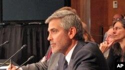 乔治.克鲁尼在国会作证