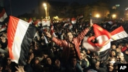 Egyptians celebrate the news of the resignation of President Hosni Mubarak, Feb 11, 2011