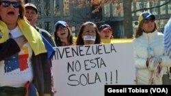 Cientos de venezolanos protestaron en Washington el pasado fin de semana, ahora el Departamento de Estado anunció la expulsión de tres diplomáticos venezolanos de la capital de EE.UU.