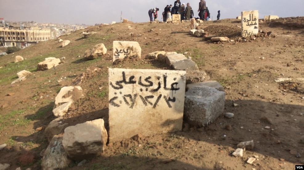伊斯兰国噩梦过去 摩苏尔居民修复墓地