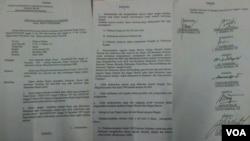 Surat rekomendasi Dewan Kehormatan Perwira kepada Panglima ABRI perihal pemberhentian Prabowo Subianto dari kesatuan TNI. Surat berkategori rahasia ini tersebar di berbagai media sosial (Foto: VOA/Andylala).