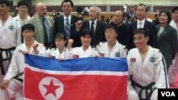 2011년 6월 미국을 방문해 공연을 펼친 북한 태권도 시범단.
