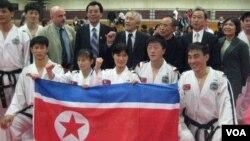지난 2011년 미국에서 순회공연을 벌인 북한 태권도 시범단.