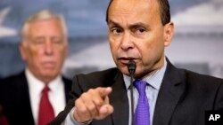 El representante demócrata por Illinois, Luis Gutiérrez, dijo que si Obama se va de la presidencia sin hacer más por proteger a los soñadores, echaría a perder sus logros.