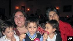 梅夫塔、莉迪亚和她们的三名子女