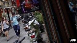 Trong năm 2013, Việt Nam tiếp đón 1,9 triệu lượt khách Trung Quốc, gần 750.000 du khách Nam Triều Tiên, và hơn 600.000 du khách Úc.