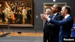 El presidente Barack Obama visita el Rijksmuseum en Amsterdam, en la primera actividad de su visita de dos días a Holanda.