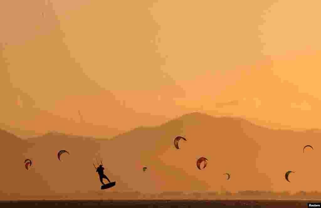 Kite surfers are seen on Barra da Tijuca beach in Rio de Janeiro, Brazil, Aug. 29, 2018.