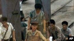 1997년 북한에 전달되는 구호식량 (자료사진)
