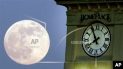 Researchers find that a full moon might lead to poor sleep.