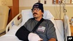 Mike Kordich,petugas pemadam kebakaran dari Rancho Cucamonga, California, dirawat di rumah sakit Sunrise di Las Vegas akibat luka tembak, 3 Oktober 2017.
