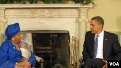 Presiden Obama saat menerima Presiden Liberia Ellen Johnson Sirleaf di Gedung Putih, 27 May 2010.