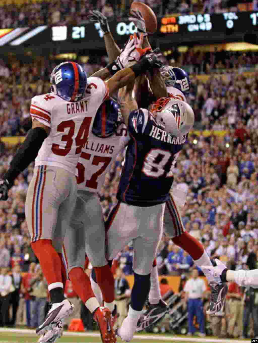 New York Giants safety Deon Grant (34), linebacker Jacquian Williams (57) and safety Kenny Phillips (21) block the final pass to New England Patriots tight end Aaron Hernandez (81) in the NFL Super Bowl XLVI football game, on February 5, 2012 in Indianapo