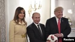 Tổng thống Trump trong cuộc gặp thượng đỉnh với Putin