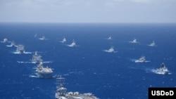 2012年环太平洋军演7月底至8月初在夏威夷及附近海域举行,有22个国家,40多艘军舰,200多架飞机,2万5千多人参加