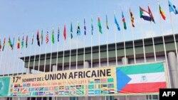 Cờ của của Liên hiệp Châu Phi tại sân bay quốc tế Malabo ở Guinea Xích Ðạo