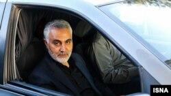 قاسم سلیمانی به طور متناوب در سوریه و عراق حضور دارد.
