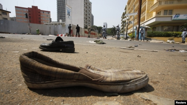Abandoned shoes litter a street in Plateau district where a stampede occurred after a New Year's Eve fireworks display, Abidjan, Jan. 1, 2013.