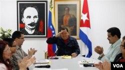 Presiden Venezulea Hugo Chavez bersama beberapa mentri kabinetnya di Havana, Kuba (5/3).