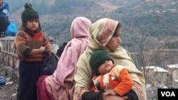 نقل مکانی پر مجور ہونے والی چند کشمیری خواتین
