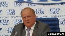 俄共领袖成普京盟友。久加诺夫7月21日在莫斯科的新闻会上呼吁不屈服国际压力。(美国之音白桦拍摄)