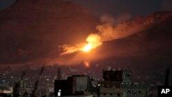 آتش و دود بعد از حمله عربستان به شمال صنعا