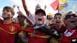 比利時球迷為球隊獲得16強資格高興大叫。