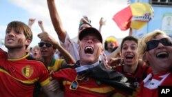 بیلجیئم کی فتح پر خوشی مناتے ہوئے شائقین