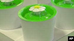 ظرف آب گربه به شکل حوض با فواره گل