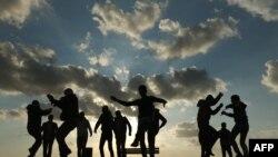 Wapalestina wakiwa katika sherehe za mwaka mpya Desemba 31, 2015 huko Gaza City.
