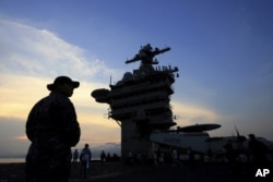 Tàu USS Carl Vinson tại cảng Đà Nẵng.