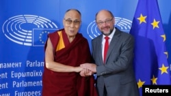 Tibet's exiled spiritual leader the Dalai Lama (L), is welcomed by European Parliament president Martin Schulz at his arrival at the European Parliament in Strasbourg, France, Sept. 15, 2016.