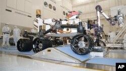 Марсоход Curiosity («Любопытство») в испытательной лаборатории НАСА (архивное фото)