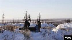Los científicos estudian el dióxido de carbono almacenado en las lagunas heladas de Siberia, en Rusia.