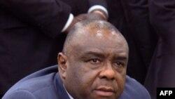 Jean-Pierre Bemba, yahoze arongoye umuhari w'abarwanyi, ku kibuga c'indege Kinshasa kw'itariki ya 1/08/2018.