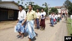 Islohotlar boshlangan Birmada hukumat isyonchilar bilan muloqotda