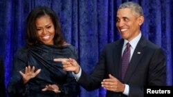 Бывший президент США Барак Обама с супругой Мишель (архивное фото)