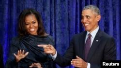 El expresidente de EE.UU. Barack Obama y la ex Primera Dama Michelle Obama durante la presentación de sus retratos en la National Portrait Gallery en Washington, DC, 12-2-18.
