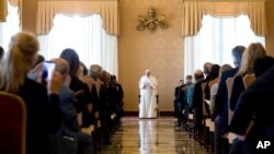 پاپ فرانسیس در حضور فارغ التحصیلان مدراس یسوعی اروپا