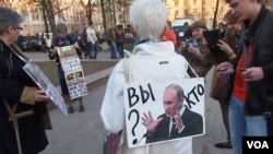 俄羅斯民眾目前舉行反政府抗議已經越來越難。3年前在莫斯科的一場要求普京下台的示威活動。(美國之音白樺攝)