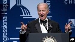 El presidente Barack Obama encargó al vicepresidente Joe Biden para presentar una propuesta que permita controlar las armas en EE.UU.